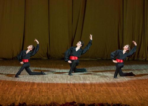 «Три испанца» Испанская народная музыка, гитара. Хореография Б. Мягкова