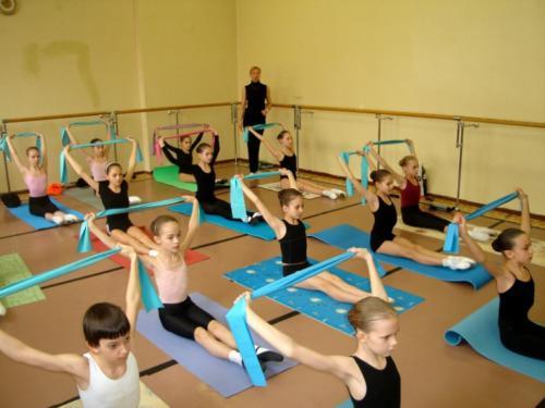 На уроке гимнастики. Преподаватель - Морозова Н.Б.
