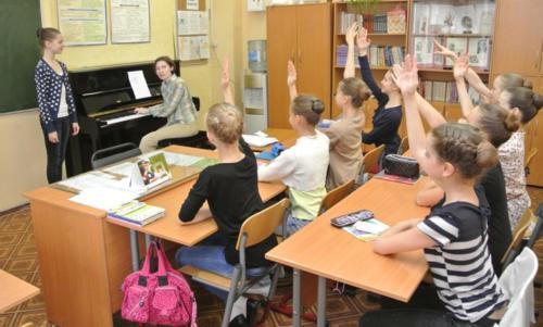На уроке основ музыкальной грамоты. Преподаватель - Тарасова Ю.И.