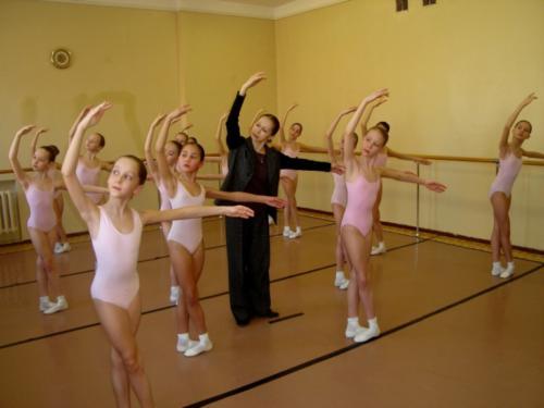 На уроке классического танца. Преподаватель Семёнова В.М.