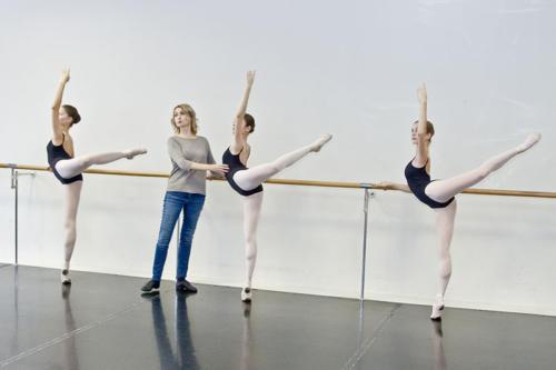 Классический танец.  Преподаватель Заслуженная артистка Российской Федерации,  Петрова И.А.