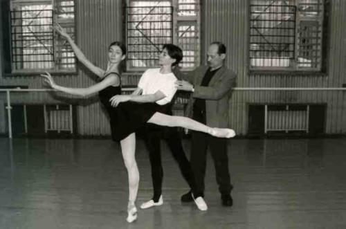 М.Л. Лавровский с учениками на репетиции, 2001 г