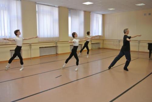 На уроке классического танца. Преподаватель - Пушкарев А.Н.